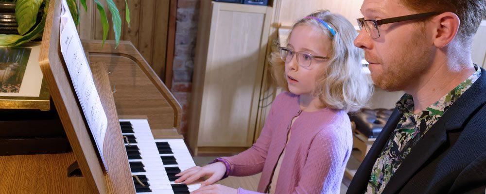 Lucinda organ lesson